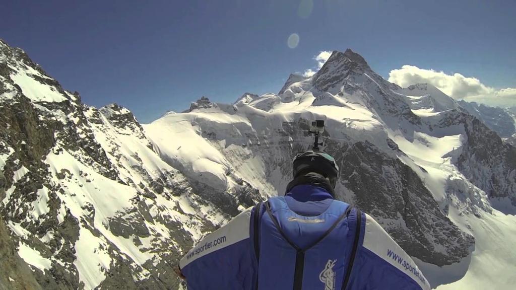 Base Jumper Uli Emanuele morre após salto sobre a Serra de Dolomites.